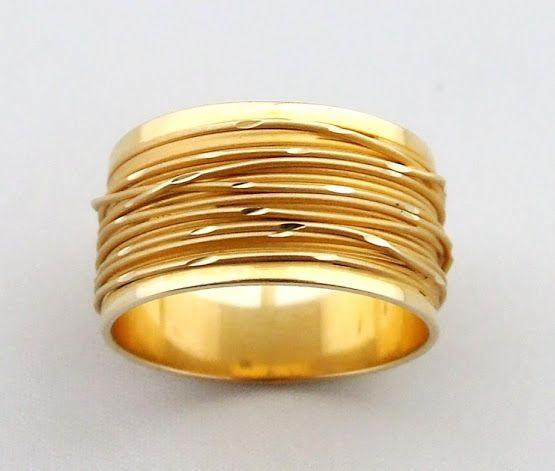 Het verhaal draait om een gouden ring die moet worden vernietigd.