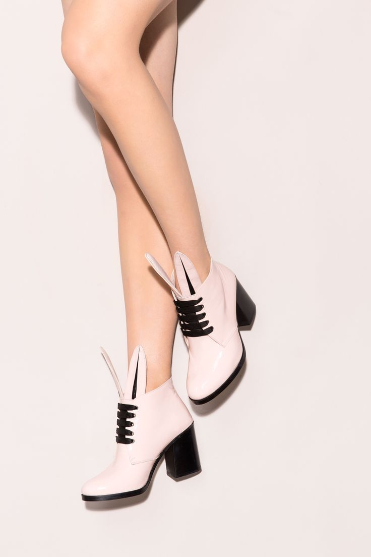 Blondie ankle boots draw their inspiration from glam rock. The almond-toe silhouette rests on a block heel and the bunny ears add just the right playfulness to mix! Minna Parikka Blondie in powder patent