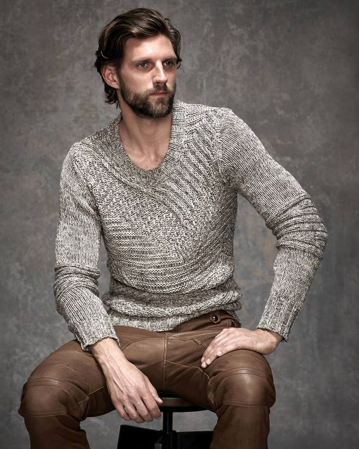BELSTAFF. Collection Spring 2015. Cardigan. Brown leather pants. Perfect !