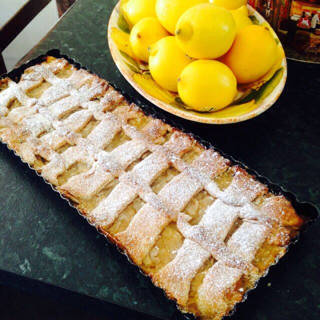 Almond flour, low sugar pastry with organic apples and lemon flan