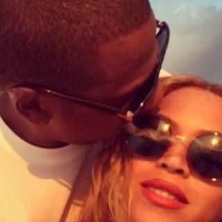 Pin for Later: Beyoncé and Jay Z Look Drunk in Love During Their Latest Holiday