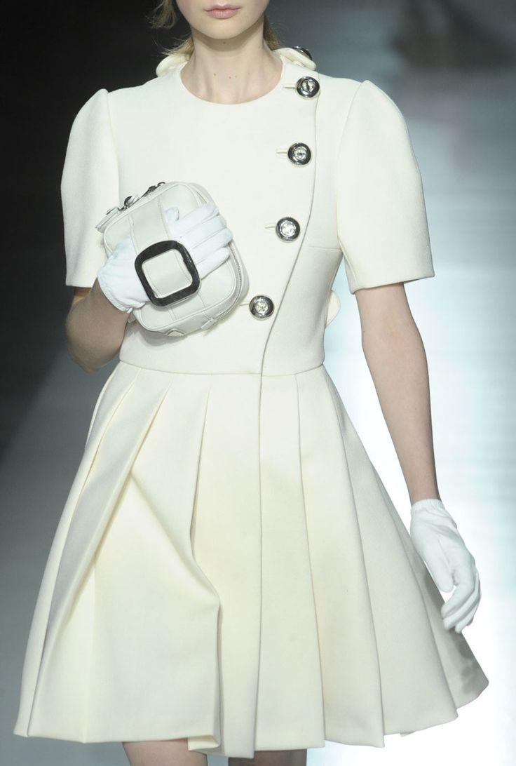 Prada Seguici diventa nostra fan ed entrerai nel mondo fantastico del Glamour Shoe shoes scarpe bags bag borse fashion chic luxury street style moda donna
