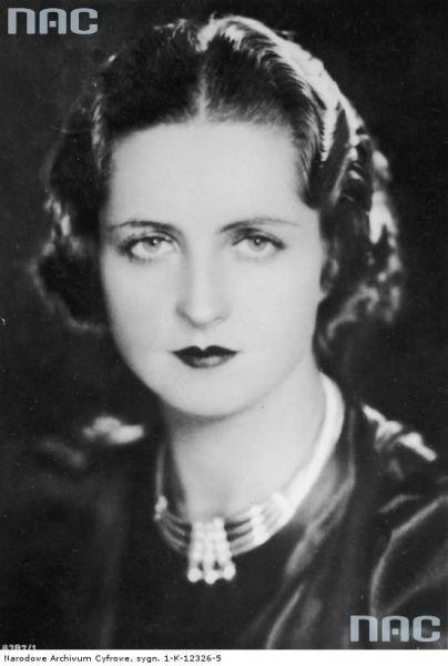 Jadwiga Smosarska, urodzona w 1898 r., była największą gwiazdą przedwojennego kina polskiego... zmarła w 1971 r.