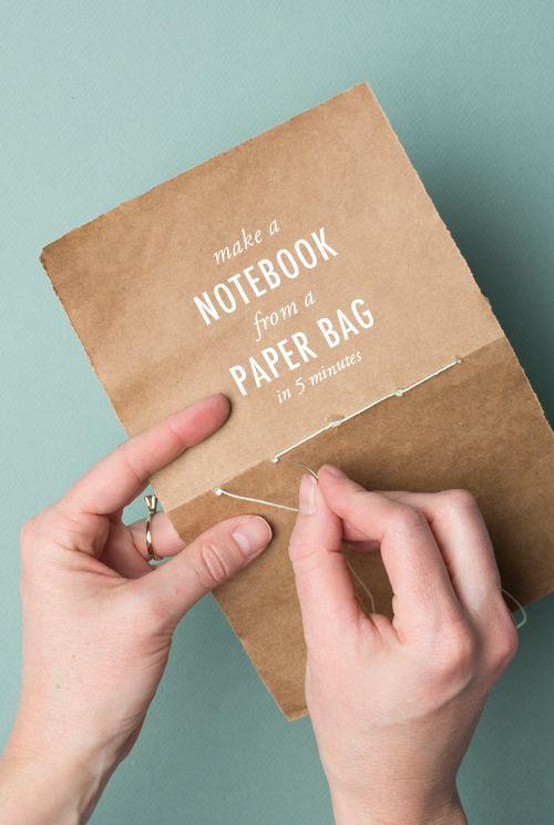 Ein Notizbuch in 5 min - aus einer Papiertüte und weißen Blättern.