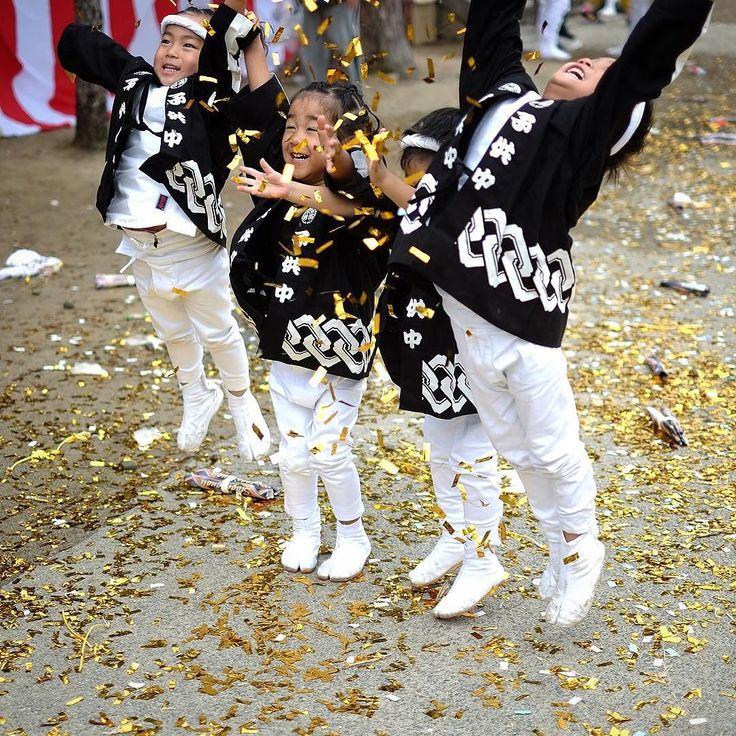 この時分の祭て楽しいしかないんやろな%の笑顔っていいね . . . location : osaka kumeda . . @igersjp #シカクイフォトアワーズ#笑顔部門エントリー#だんじり祭#senshugram #wu_japan#ig_nihon#team_jp_#icu_japan#igersjp#ig_japan#loves_nippon#gf_japan#ptk_japan#lovers_nippon #photo_storee#mybest_shot#ig_today#jp_gallery_member#ig_cosmopolitan#bs_world#photo_turkey#loves_world#ig_global_people#people_and_world#photo_storee_people#loves_people#instagram_kids#cutekidsclub#thechildrenoftheworld by naomon21