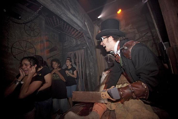 Halloween Horror Nights tickets are now available from Undercover Tourist!