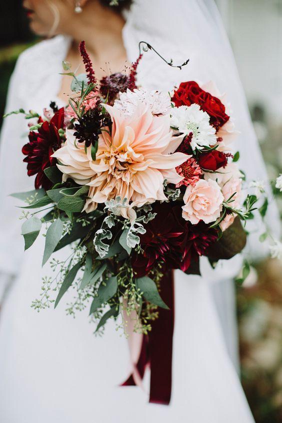 bouquet de mariage automne rouge et rose pastel roses et dahlias