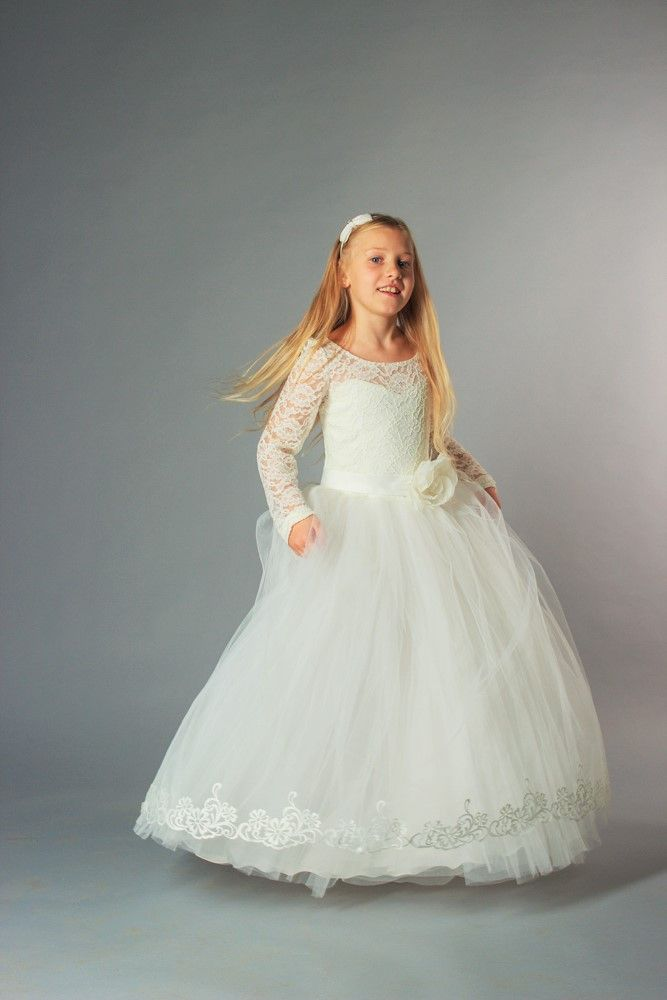 """Lace cute dresses for kids in snow-white color are the best party attire for your daughter delighting everybody with her luxurious look! Little girls fancy dresses """"Lace dreams"""" – Three Snails"""