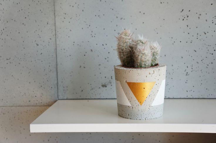 Doniczka betonowa, osłonka z betonu, M zloto biala w GrowRaw na DaWanda.com