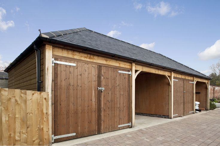 Discover how we created this stunning single storey four bay timber garage with open and closed bay for a client in Leicestershire.