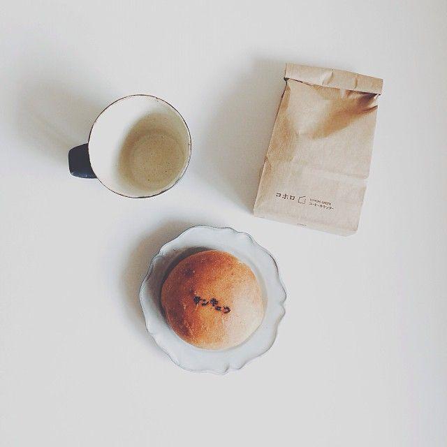 naturaldays:  昨日、コホロ×Elmers Green コーヒーカウンターで買ったもの。 コーヒー豆、サンキュウの焼印が可愛いあんぱん、一目惚れした村上奨さんのカップ。 #vscocam