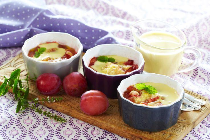 Norske plommer er en ren nytelse. Spis dem som de er eller bak nydelige kaker og paier. Her er oppskriften på små, raske plommepaier som du lager...