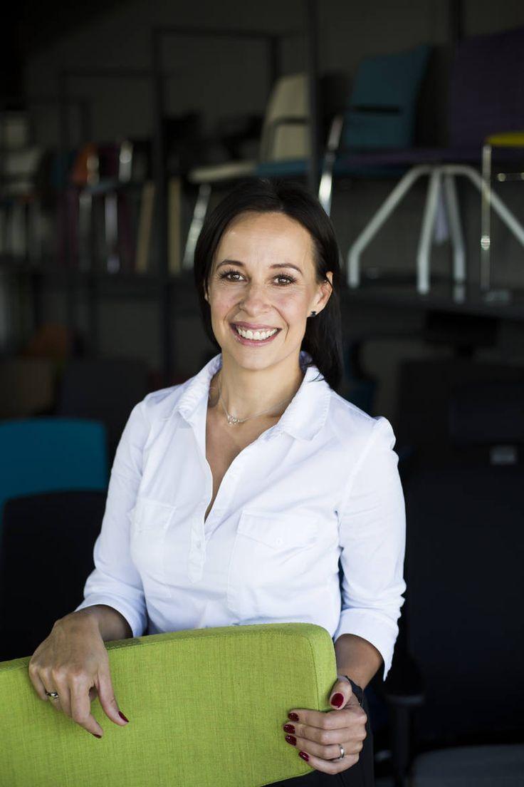 """""""Każde biuro to tętniąca życiem przestrzeń, którą tworzą szczęśliwi ludzie. Naszym zadaniem jest stworzenie im najlepszych warunków pracy - mówi Elżbieta Pyrek, prezes firmy Elzap""""   Wywiad z Elżbietą Pyrek założycielką i właścicielką firmy Elzap możecie przeczytać w Strefie Biznesu Gazety Krakowskiej!  Zachęcamy gorąco!  #elzap #meble #biuro #prezes #kobieta #kobietabiznesu"""