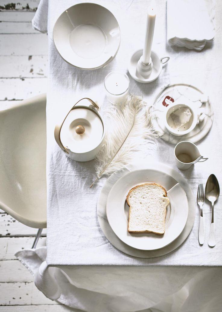 Witte eettafel   White dining room   Styling Valerie van der Werff   Fotografie Jeroen van der Spek   Bron: vtwonen 13 2015