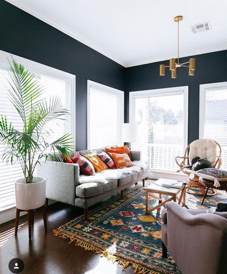 Best 25 navy walls ideas on pinterest for Living room navy walls