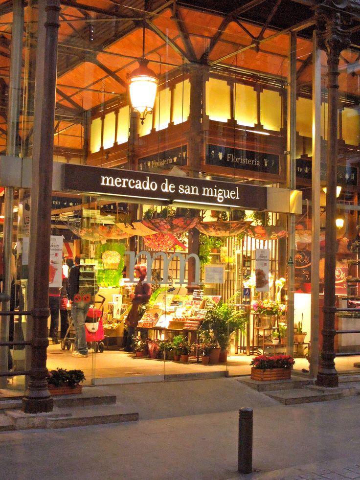 Estamos muy cerquita del Mercado San Miguel - Madrid, Spain