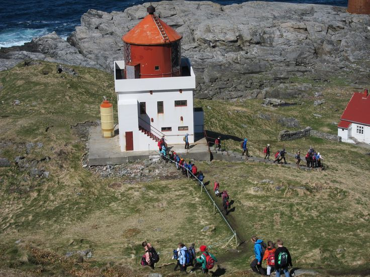 Kvalnes fyr Runde bird and treasure island#Norway
