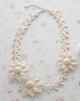 crochet flower necklace. Coisa mais linda
