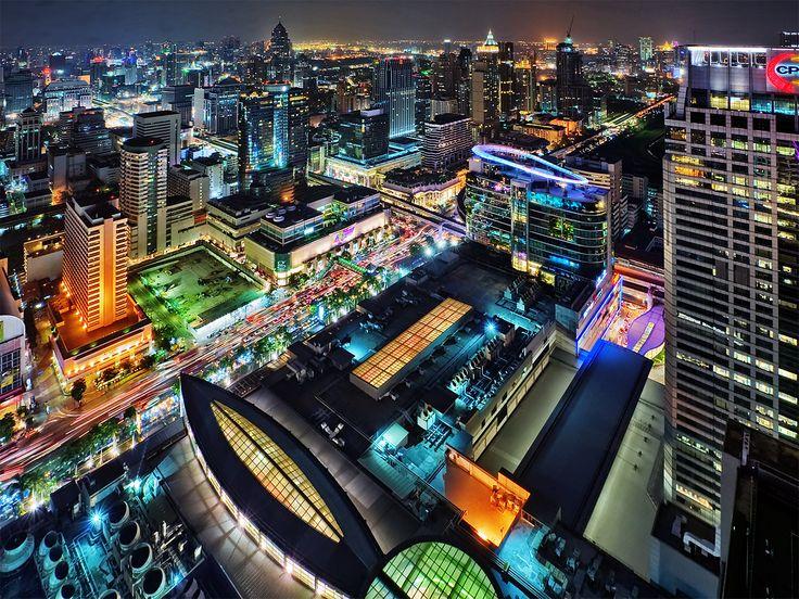 День 7-8. Бангкок Путешествуем на автобусе, пересекаем границу третьей страны нашего путешествия - Тайланда. Без сомнения, лучший способ осмотреть Бангкок - это прокатиться на водном такси, так как автомобильные улицы Бангкока зачастую забиты до отказа. Не стоит обделять вниманием и  Ват По – дом Будды. Ну и конечно, под конец поездки нужно расслабиться на тайском массаже... или самому поучиться этому искусству.