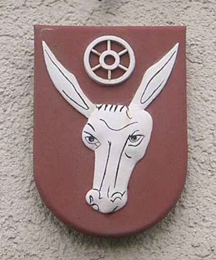 Oberohrn ist seit dem 1. Januar 1971 ein Ortsteil der Gemeinde Pfedelbach im Hohenlohekreis (Region Heilbronn-Franken) im Nordosten Baden-Württembergs (Oberohrn ist seit dem 1. Januar 1971 ein Ortsteil der Gemeinde Pfedelbach im Hohenlohekreis (Region Heilbronn-Franken) im Nordosten Baden-Württembergs (Deutschland). Wappen von Pfedelbach-Oberohrn am Rathaus.  Author: Pfedelbacher.