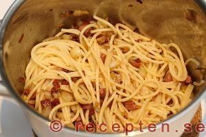 Så gör du steg 5.3 pasta carbonara