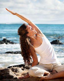 Yoga oefeningen om de dag, fit te beginnen. Zonnegroet of zon aanhef is een volledige workout. Meditatie en ontspanningsoefeningen, Yoga reizen.