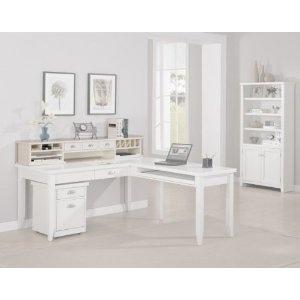Kathy Ireland makes furniture?