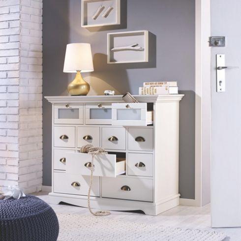 Stilvoller Apothekerschrank in Weiß - ein attraktiver Blickfang für Ihr Heim