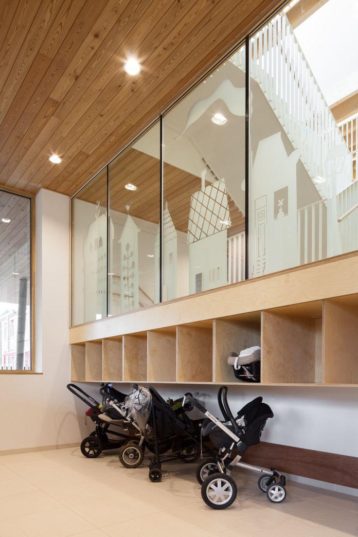 "Stroller/Cubby area | Nursery ""Pluchke"" Ukkel / ZAmpone Architectuur - 11"