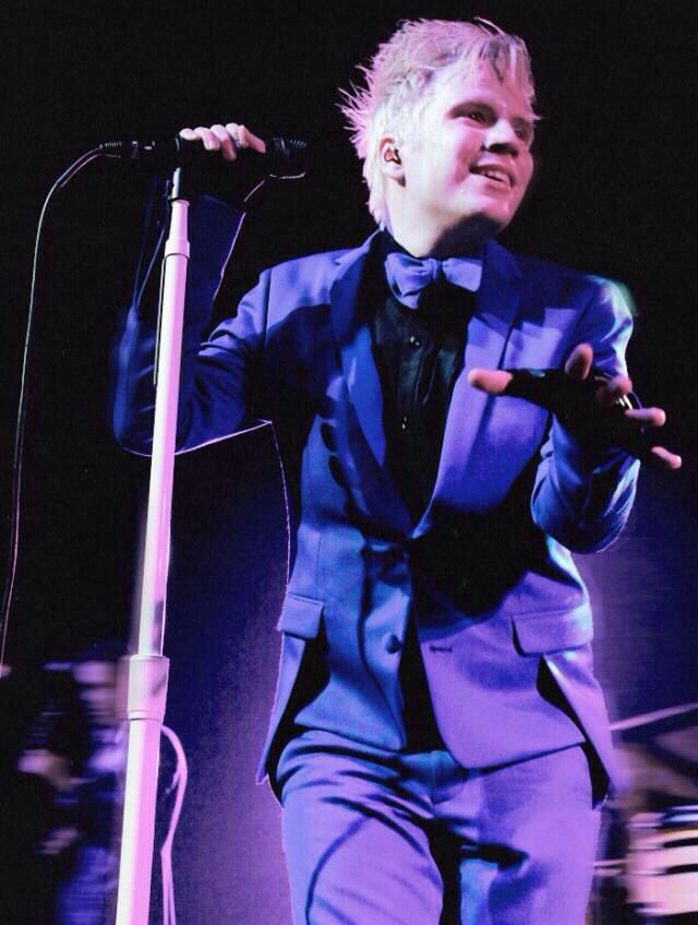 Patrick Stump Soul Punk<<< awww yissss soul punk hair mmmmm<<< OMG why does he have to be adorable?! I might actually have a life outside of Fall Out Boy if they weren't so awesome all the time.