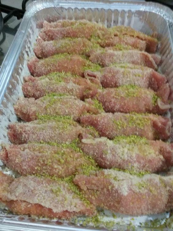 Ingredienti per 4 persone:12 fettine di lacerto80 gr. di pistacchio in polvere1 philadelphia media (o altro formaggio spalmabile)100 gr. speckPer la panatura:1