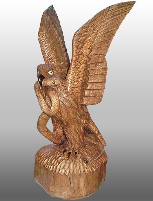 Aguila Culebrera.  Madera de Nogal