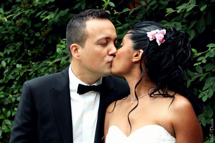 love kiss wedding kiss
