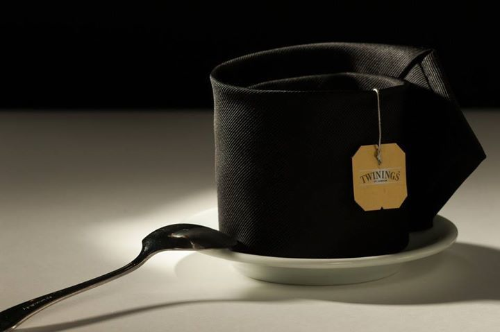 gradiresti una cravatta di te? #tazza #cravatta #te #twinings #stilllife  would you like a https://t.co/q2Tl9R97TP https://t.co/p4S2KTnps8