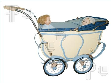 Google Afbeeldingen resultaat voor http://www.featurepics.com/FI/Thumb300/20090516/Two-Dolls-Antique-Pram-1184071.jpg