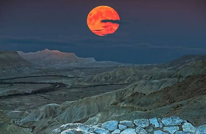 I have been asked quite a few timeswhat I think of the November 14thSuper Moon.The truth is that the Super Moon is an astronomical not an astrological event. It takes place when the Full Moon is what's known as perigee – i.e. as close it it's going to come to the Earth for some tim