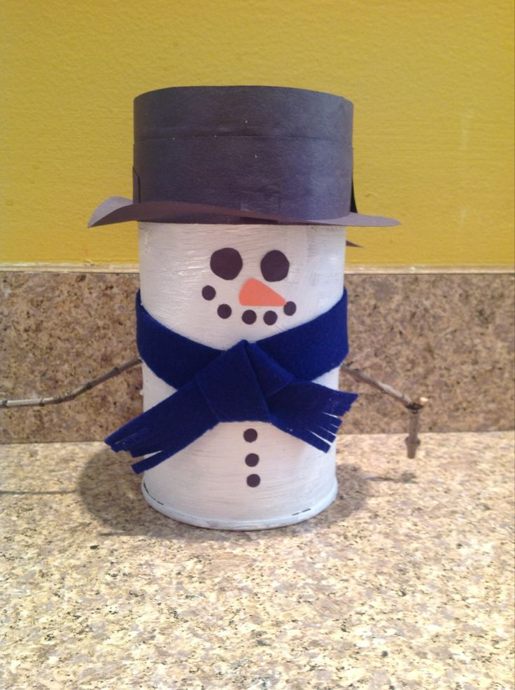 Oatmeal Container Snowman - could use a TP tube instead to make a snowman family.