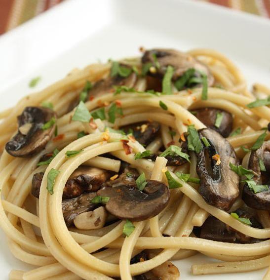espaguetis con champiñones ajo y aceite