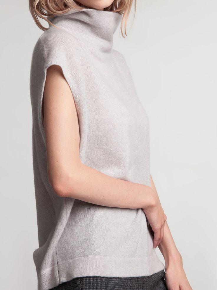Женская коллекция. Изящный жилет из 100% кашемира с фактурной свободной горловиной.Laplandia For Women