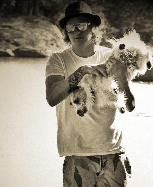 lovely Kimi Raikkonen and the puppy <3