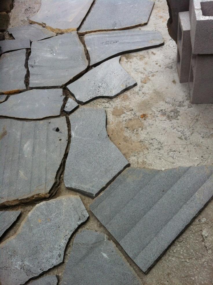 Laying crazy bluestone paving