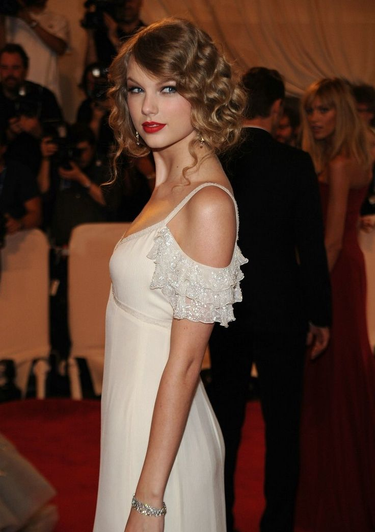 taylor-swift-costume-gala-07.jpg (777×1101) - popculturez.com #Taylorswift