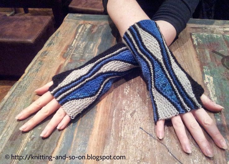 Free Knitting Pattern: Mixed Wave Mitts
