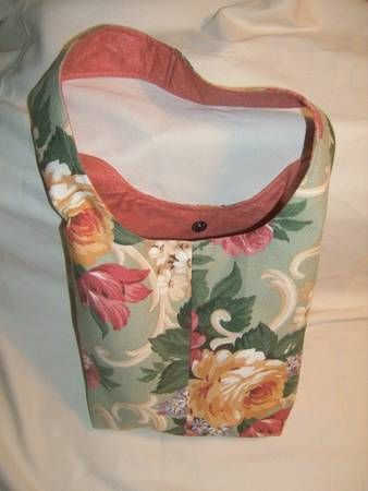I love cross-body bags. Her is the tutorial on how to make one yourself. Pattern- Simplicity 5151, so go make one!