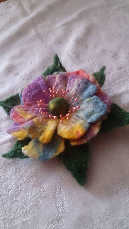 Wool felt brooch, multicolored felt flower brooch, unique, brooch pin, handmade wet, jewelry poppy, accessories, hair clip, bag, hat, dress.