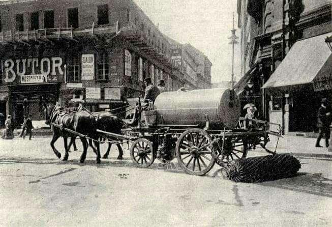 1909. Utcaseprés a Kossuth Lajos utcában