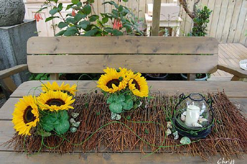 zomers bloemstuk zelf maken met zonnebloemen bloemschikken eenvoudig en goedkoop bloemstuk