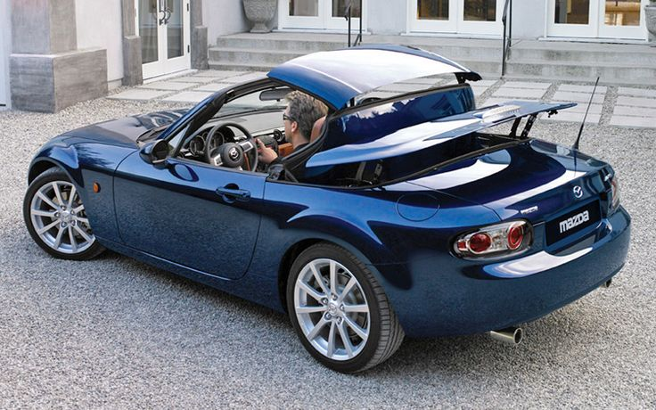 Here is a look at the styling differences between the third-generation Mazda Miata PRHT and the new 2017 Mazda Miata RF.