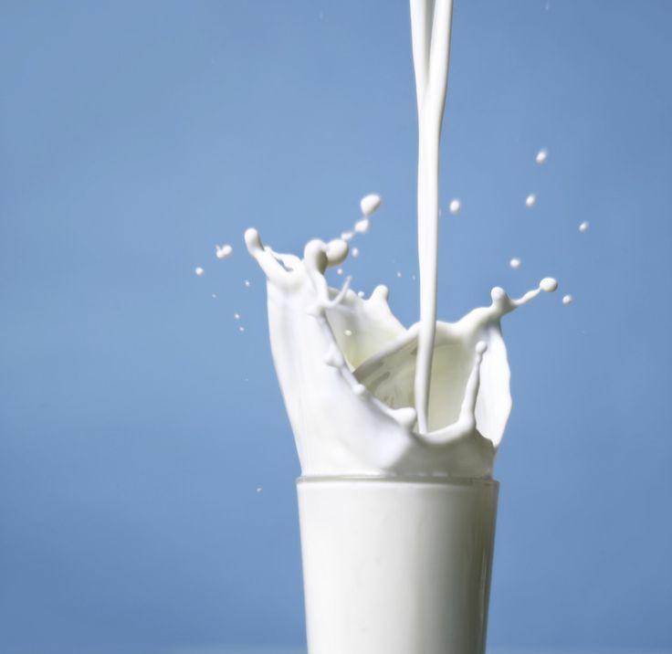 Proteïne: welke hoeveelheid en dosering? -  Wie hard traint heeft meer proteïne nodig en ook als je ouder wordt (50 zeg maar) neemt de behoefte aan eiwitten toe. Proteïne is ontzettend belangrijk in een gezond voedingspatroon. In deze blog het antwoord op de vragen:  Hoeveel proteïne hebiknodig?  Wanneer kan je dit het beste innemen?  Waar zit veel proteïne in?  Je lichaam bestaatvoor ongeveer 20 procent uit eiwitten die opgebouwd zijn uit aminozuren (24) waarvan je er zelf 11 kunt aanmaken…