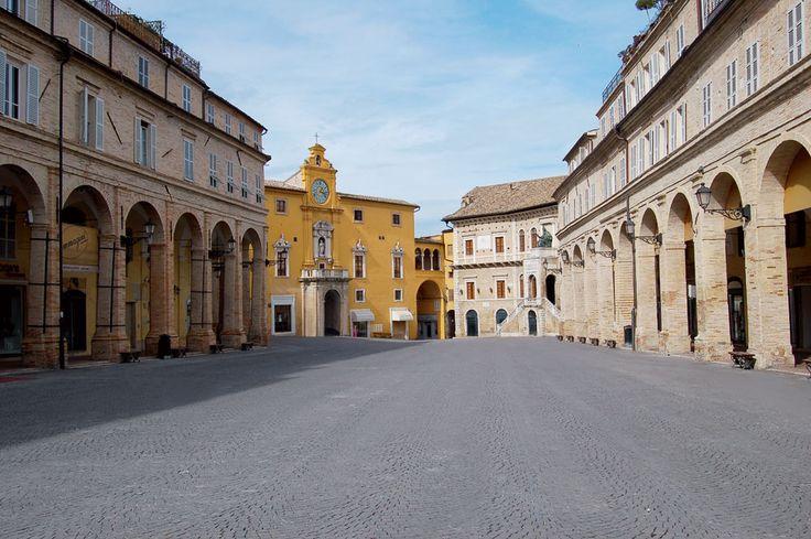 http://www.hotelsinmarche.com/fermo #Fermo ,#Marche #Italy the main square